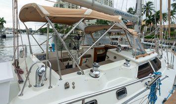 Tayana 48 DS Center Cockpit