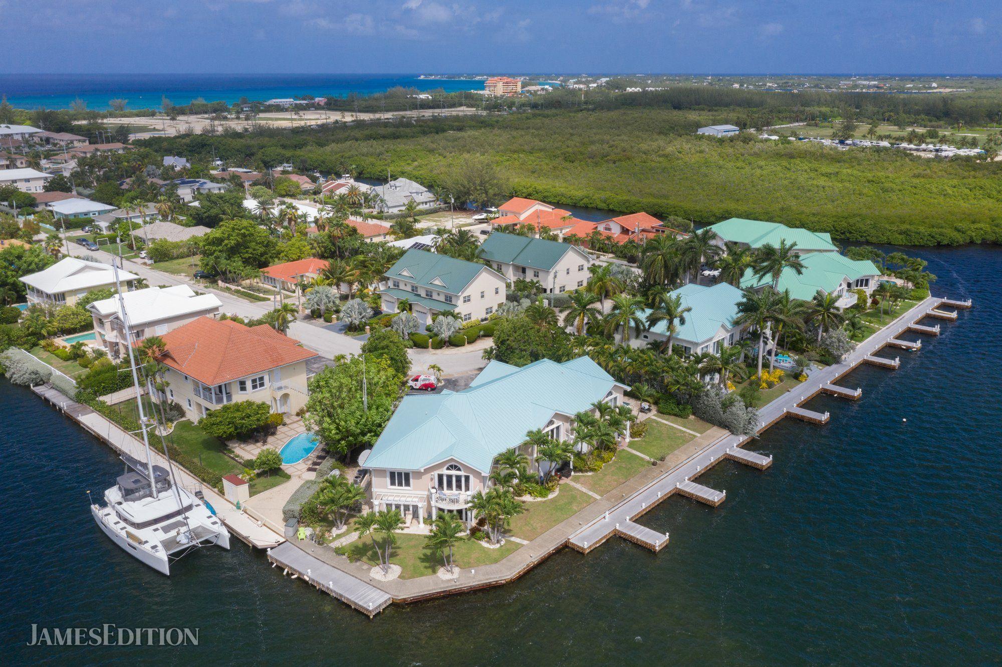 Condo in West Bay, Cayman Islands 1