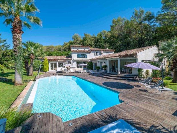 House in Roquefort-les-Pins, Provence-Alpes-Côte d'Azur, France 1