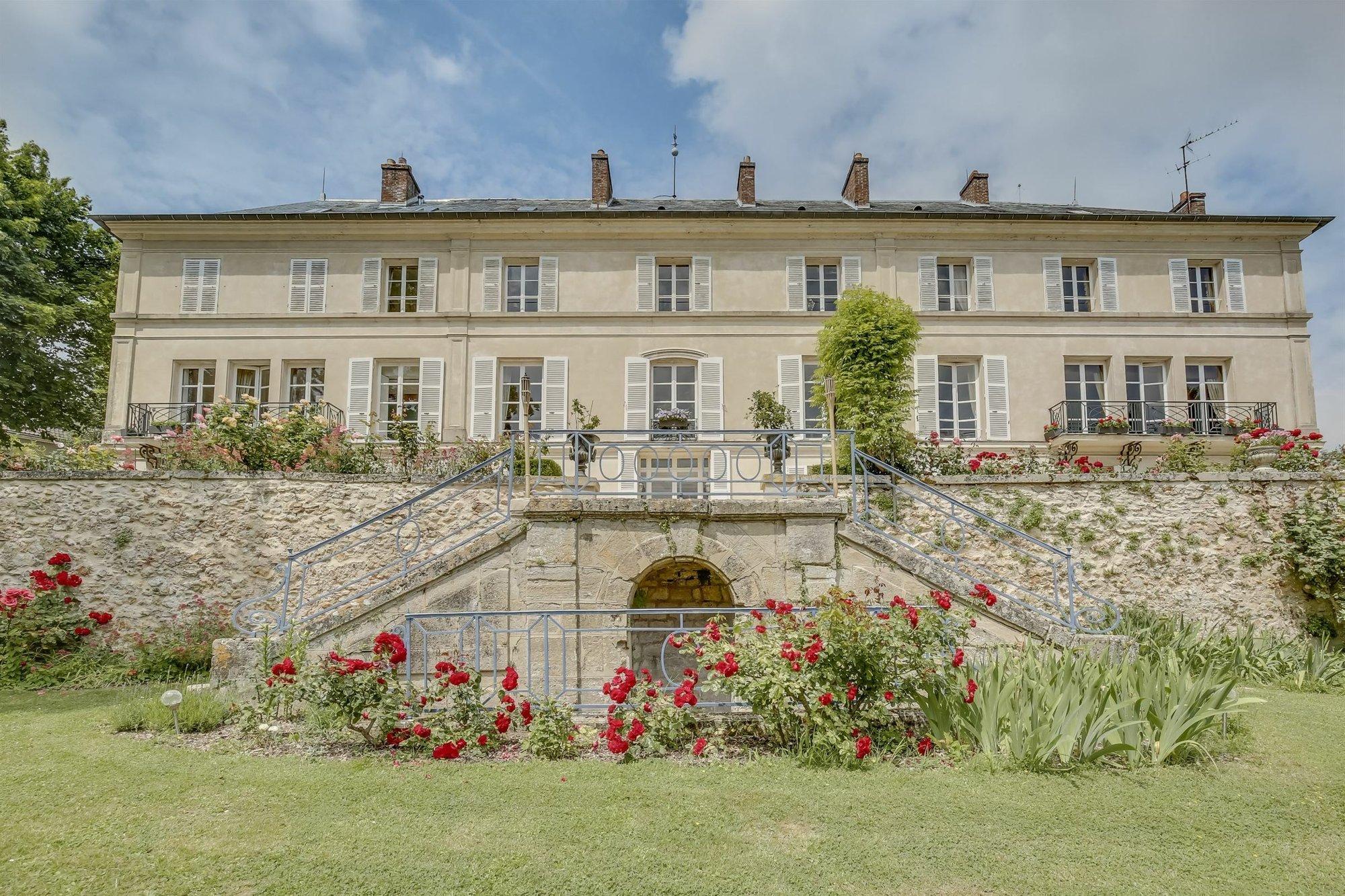 House in Saint-Germain-en-Laye, Île-de-France, France 1