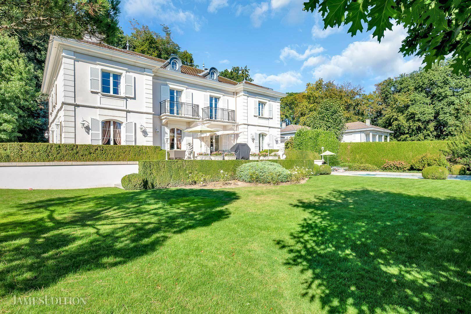 House in Le Mont-sur-Lausanne, Vaud, Switzerland 1