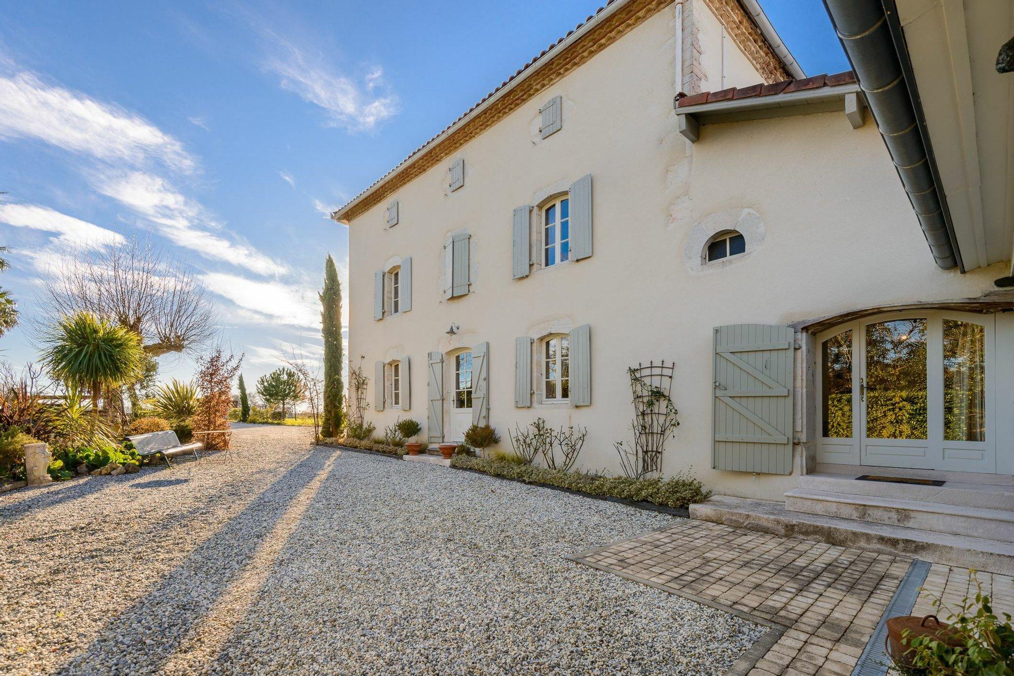 House in Saint-Lon-les-Mines, Nouvelle-Aquitaine, France 1
