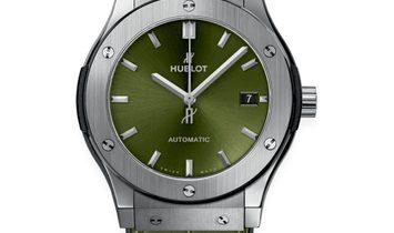 HUBLOT CLASSIC FUSION TITANIUM GREEN AUTOMATIC 45MM 511.NX.8970.LR