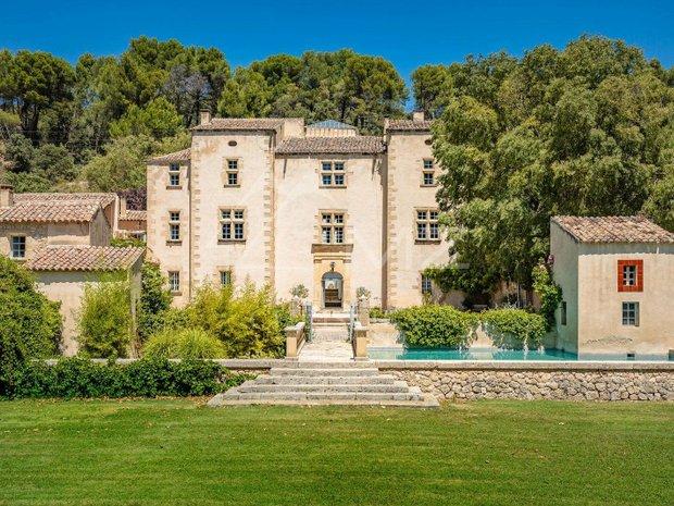 Castle in Pertuis, Provence-Alpes-Côte d'Azur, France 1