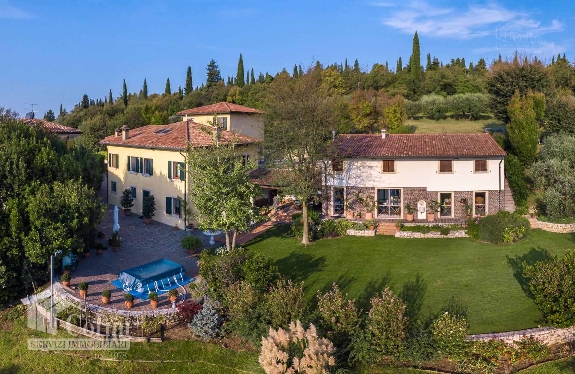 Villa in Villafranca di Verona, Veneto, Italy 1 - 11146478