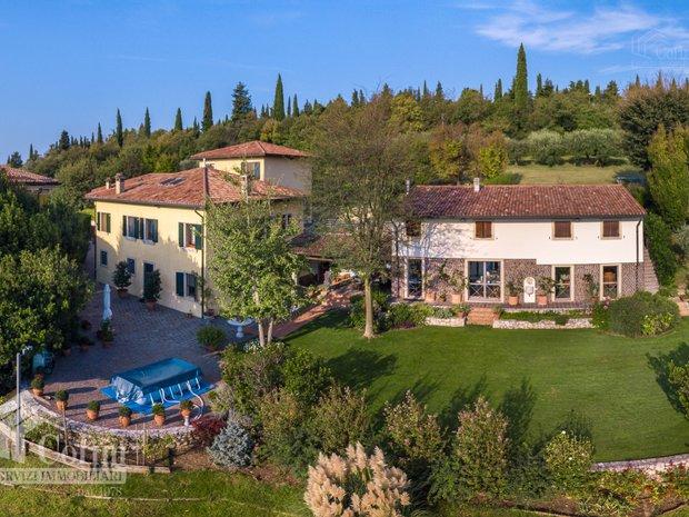 Villa in Verona, Veneto, Italy 1