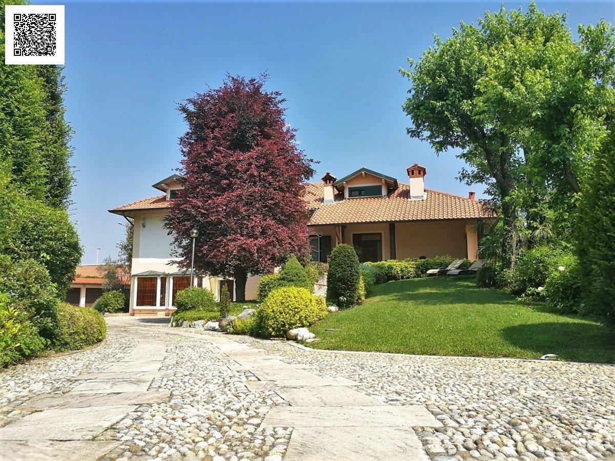Villa in Parabiago, Lombardy, Italy 1