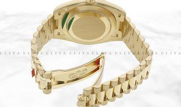 Rolex Day-Date 40 18K 228348RBR-0002 Yellow Gold Diamond Set Champagne Dial Diamond Set Bezel