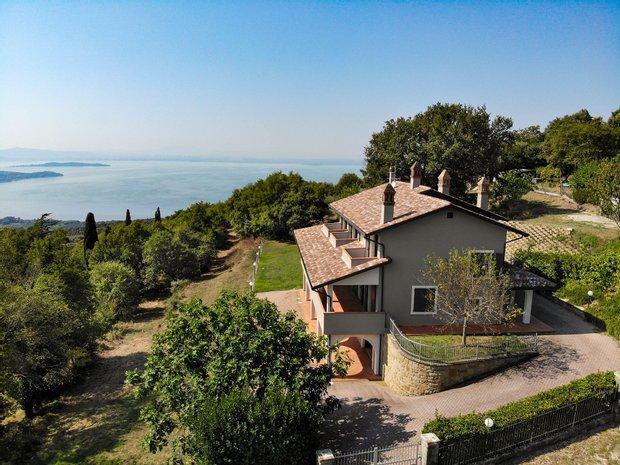 Villa in Passignano sul Trasimeno, Umbria, Italy 1
