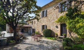 Villa in Goult, Provence-Alpes-Côte d'Azur, France 1