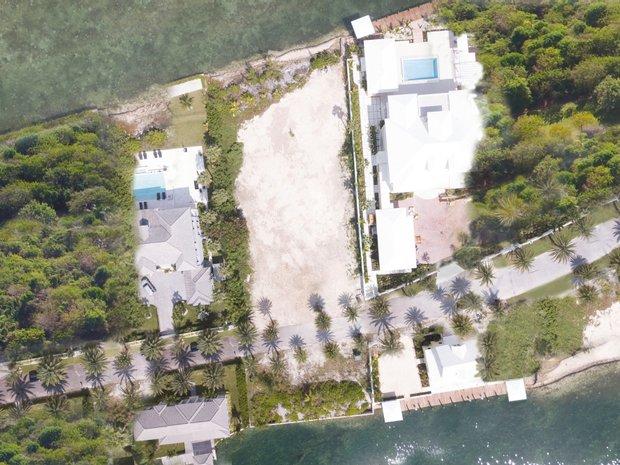 Land in Nassau, New Providence, The Bahamas 1
