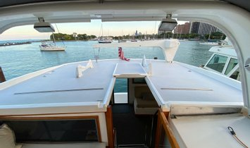 Jefferson 52 Rivanna Cockpit MY
