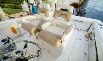 Boston Whaler 320 Outrage Cuddy Cabin