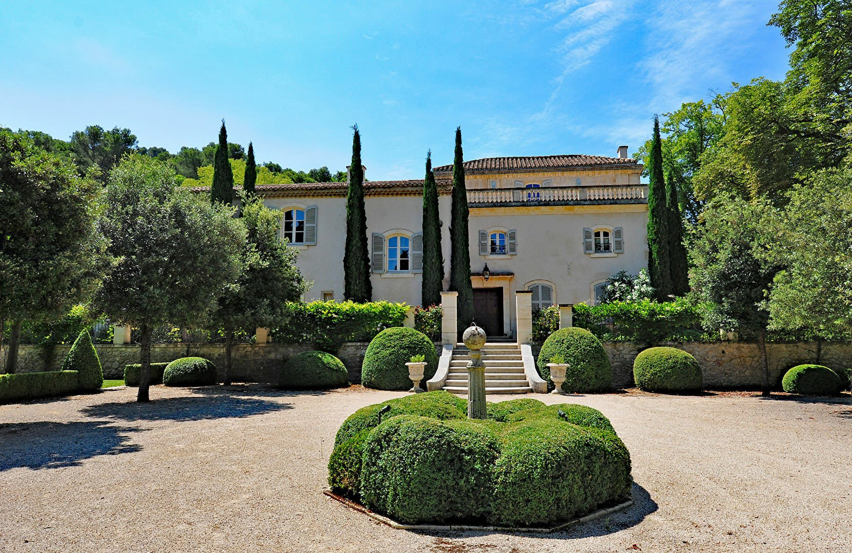 Estate in Saint-Étienne-du-Grès, Provence-Alpes-Côte d'Azur, France 1