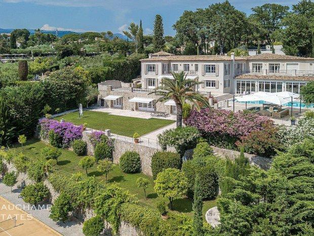 Villa in Grasse, Provence-Alpes-Côte d'Azur, France 1
