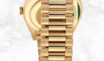 Rolex Day-Date 40 228238-0003 Yellow Gold Champagne Coloured Dial President Bracelet