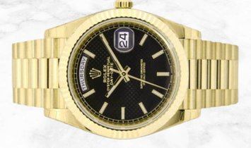 Rolex Day-Date 40 228238-0007 18 Ct Yellow Gold Black Diagonal Motif Dial