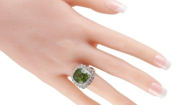 LB Exclusive LB Exclusive Platinum 1.02 ct Diamond and Peridot Ring