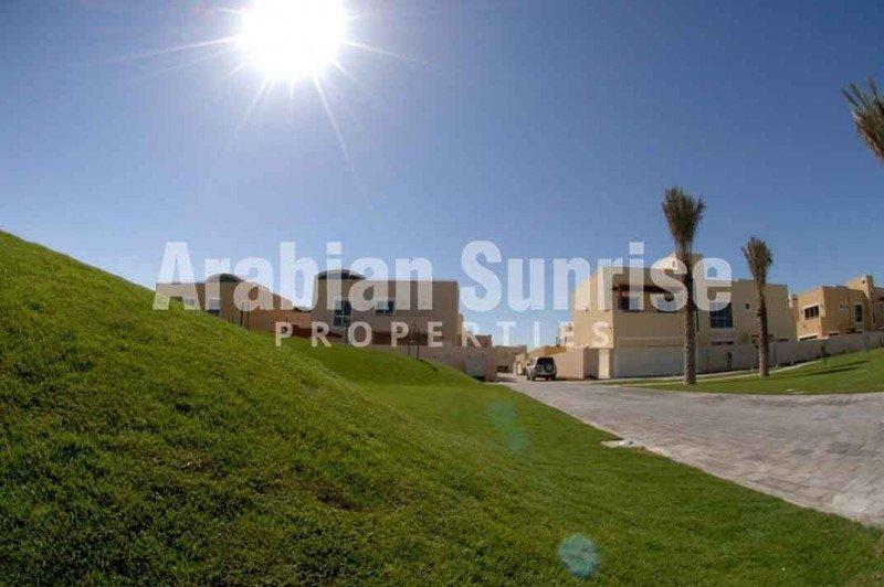 Villa in Abu Dhabi, Abu Dhabi, United Arab Emirates 1