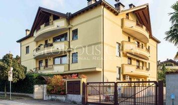 Wohnung in Santo Stefano Ticino, Lombardei, Italien 1