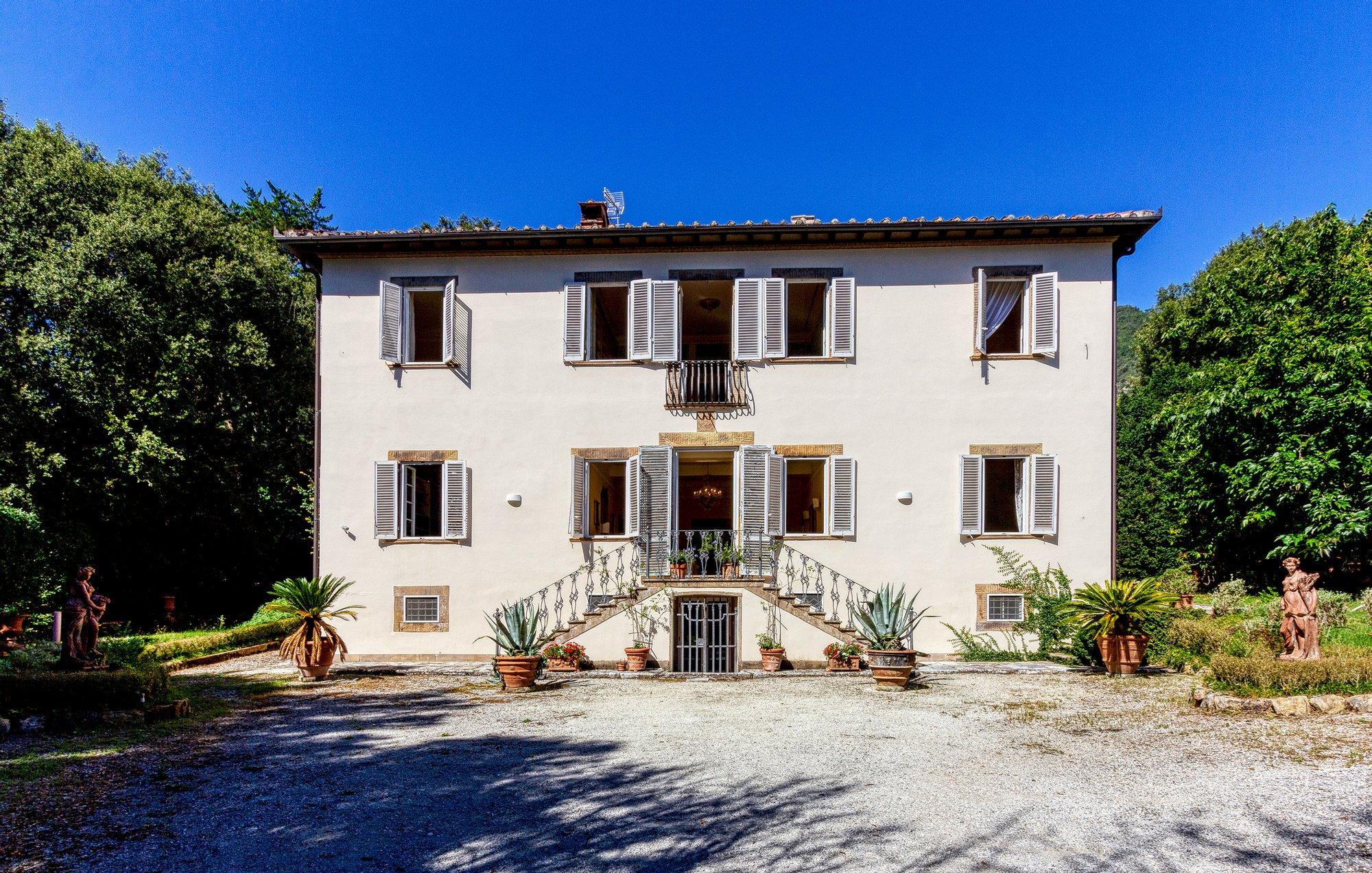 Villa in Lucca, Tuscany, Italy 1