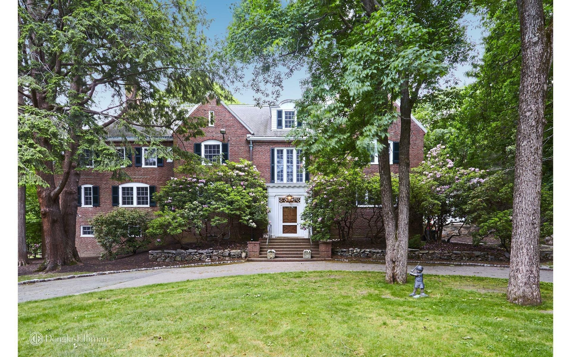 House in Milton, Massachusetts, United States 1