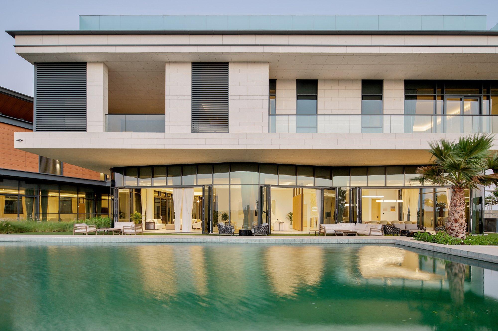 House in Al Muraqqabat, Dubai, United Arab Emirates 1