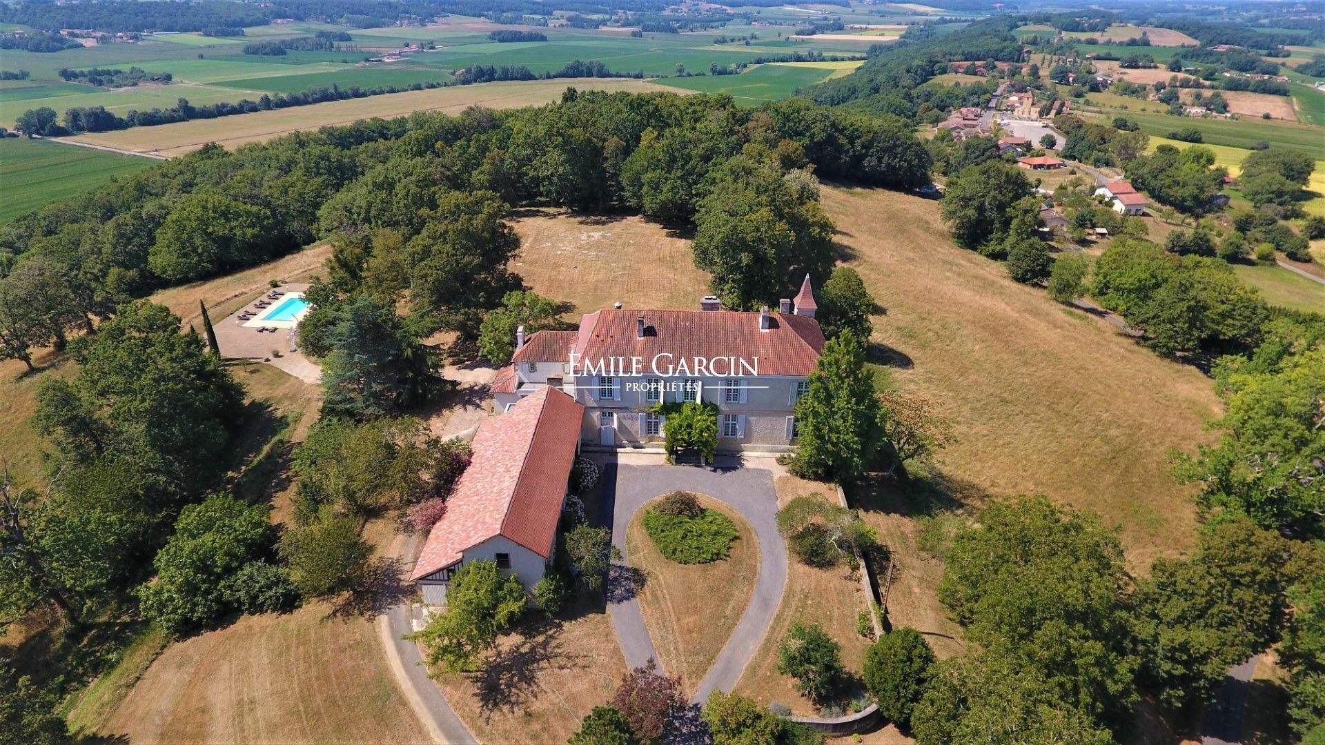 Castle in Aire-sur-l'Adour, Nouvelle-Aquitaine, France 1