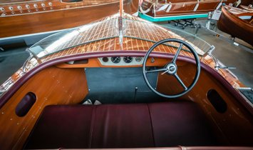 Chris-Craft Deluxe Runabout