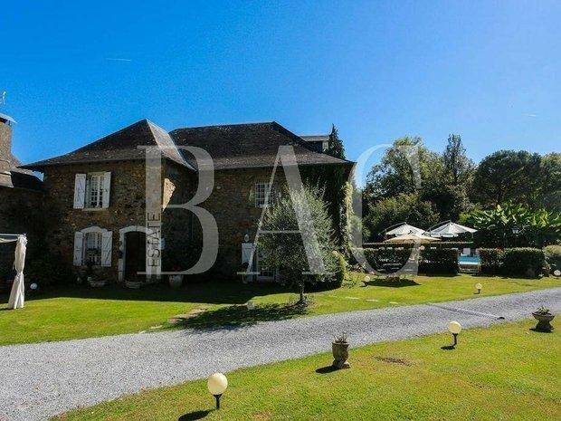 Villa in Pau, Nouvelle-Aquitaine, France 1