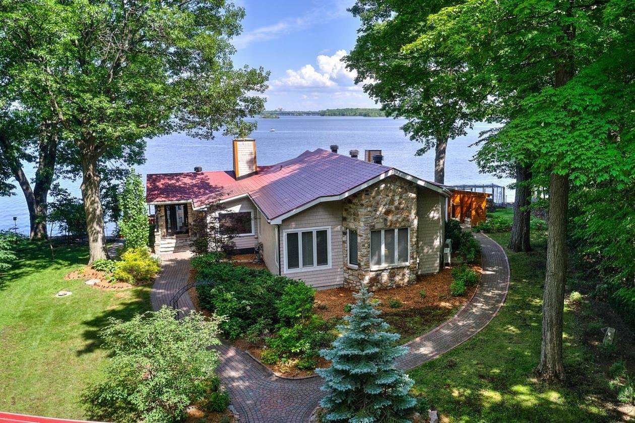 House in L'Île-Cadieux, Quebec, Canada 1