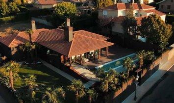 Villa in Santa Marta de Tormes, Kastilien und León, Spanien 1