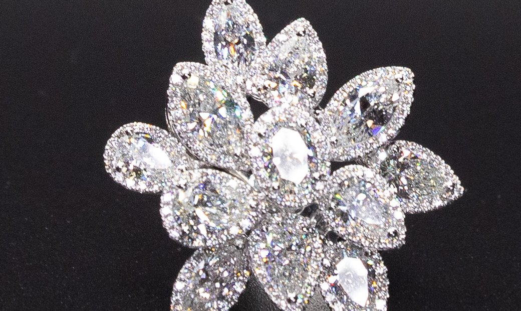 18kwg Diamond Ring I AgentAuction.co I Opening Bid $19,000