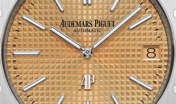 "Audemars Piguet 15202BC.OO.1240BC.01 Royal Oak ""Jumbo"" Extra-Thin Rose Gold Toned Dial"