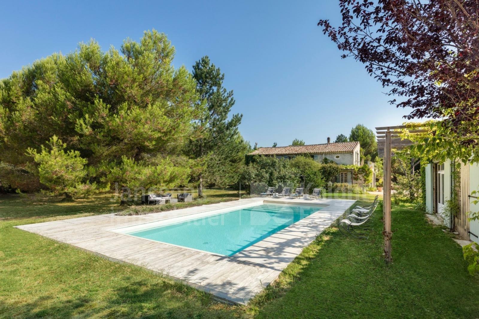 Villa in Roussillon, Provence-Alpes-Côte d'Azur, France 1