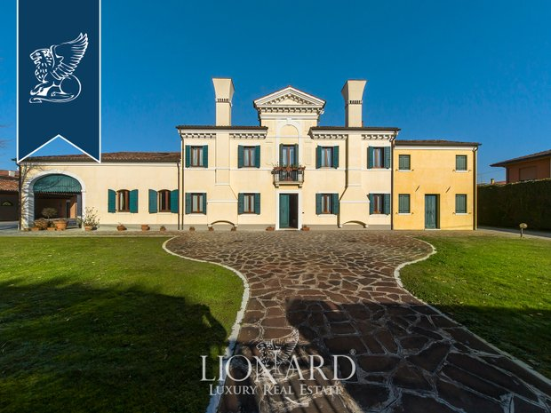 Villa in Ospedaletto Euganeo, Veneto, Italy 1