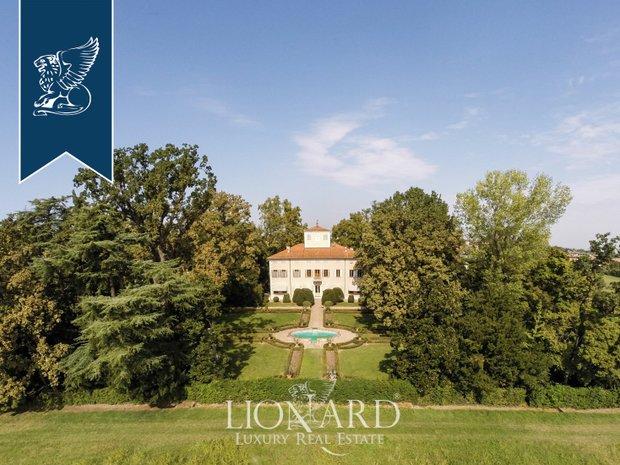 Villa in Magreta, Emilia-Romagna, Italy 1