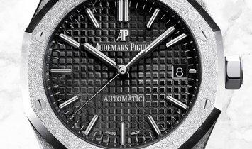 Audemars Piguet Royal Oak Frosted 15454BC.GG.1259BC.03 18ct White Gold Black Dial