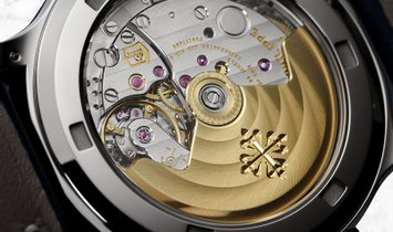 Patek Philippe Complications 7234G-001 Calatrava Pilot Travel Time White Gold Blue Varnished Dial