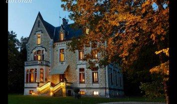 House in Saint-Front-de-Pradoux, Nouvelle-Aquitaine, France 1