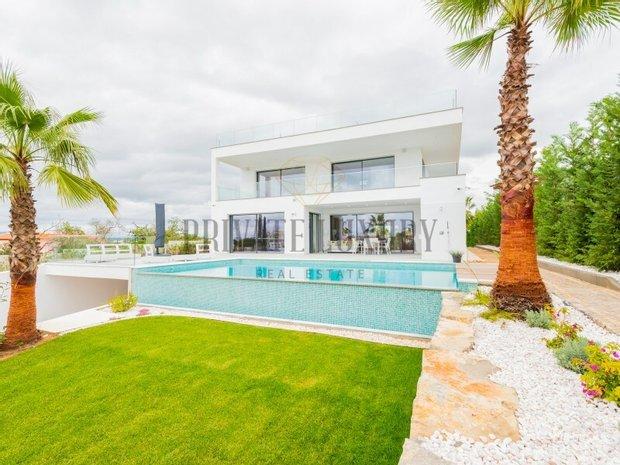 House in Ferragudo, Algarve, Portugal 1
