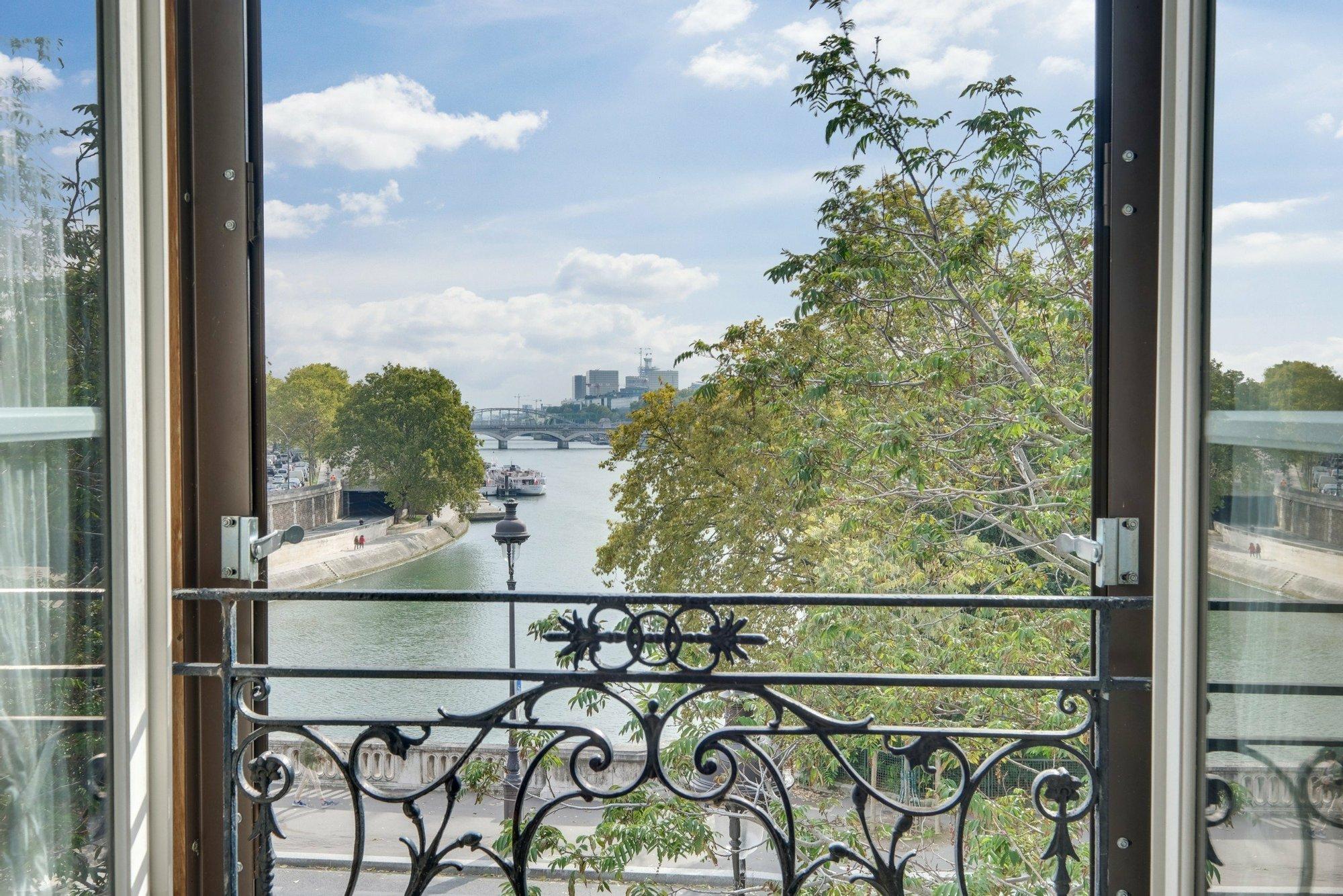House in Paris, Île-de-France, France 1