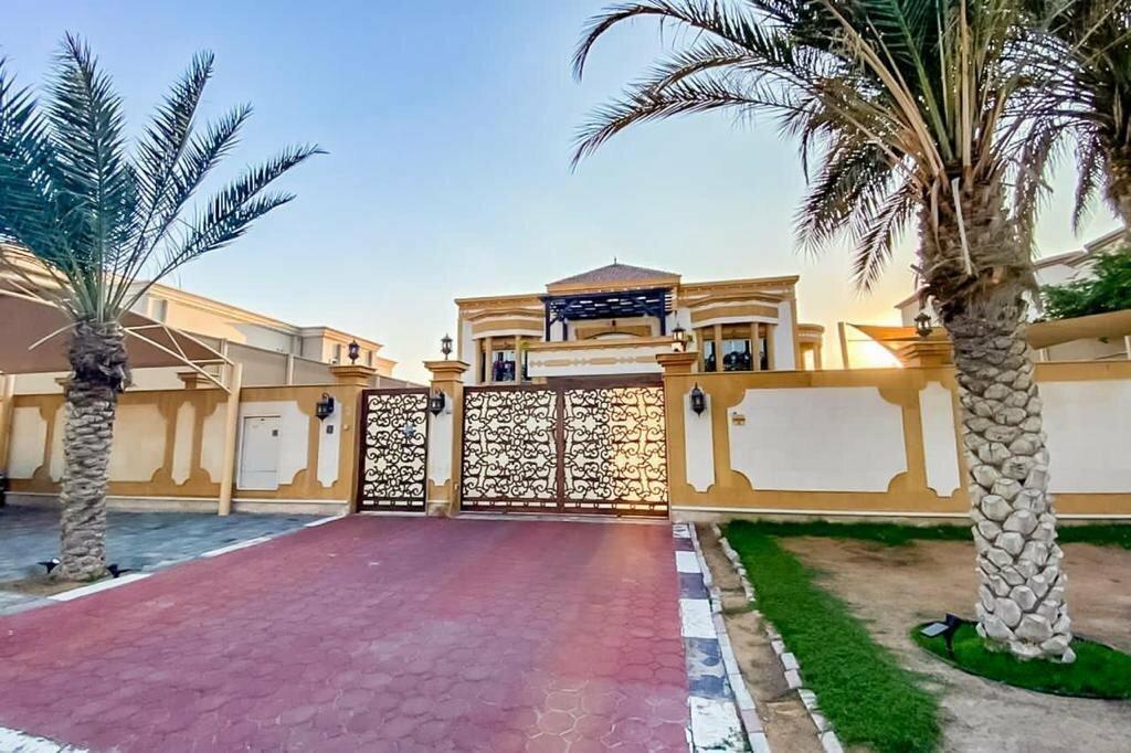 Villa in Al Barsha, Dubai, United Arab Emirates 1