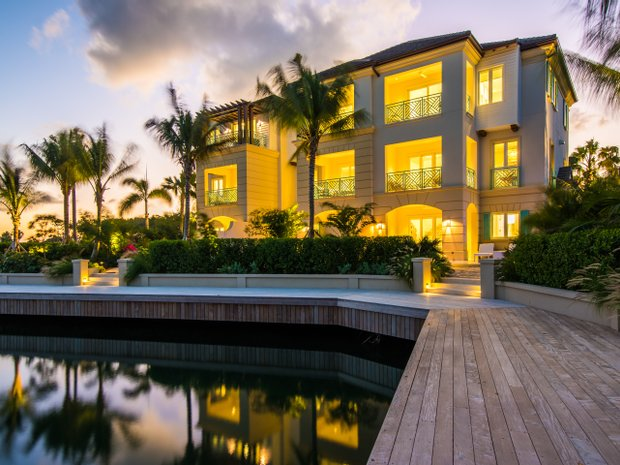 House in West Bay, Cayman Islands 1