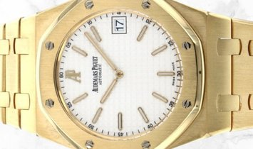 "Audemars Piguet 15202BA.OO.0944BA.01 Royal Oak ""Jumbo"" Extra Thin 18K Yellow Gold Silvered Dial"