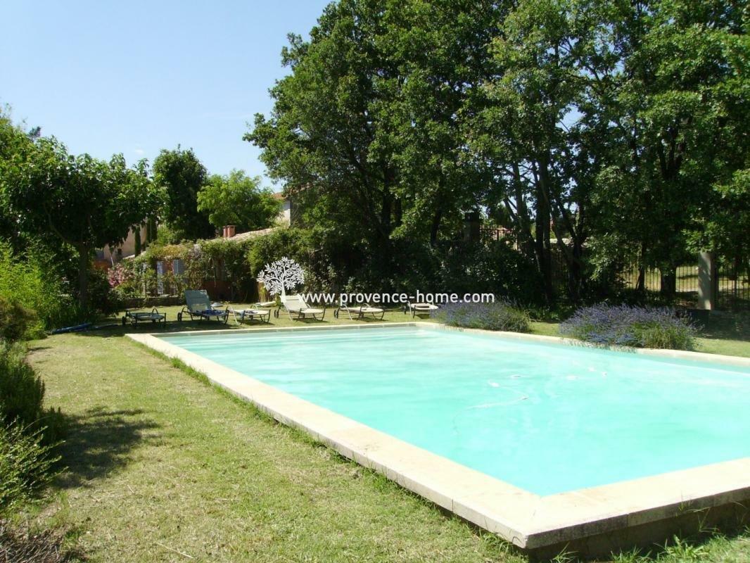 House in Saint-Saturnin-lès-Apt, Provence-Alpes-Côte d'Azur, France 1