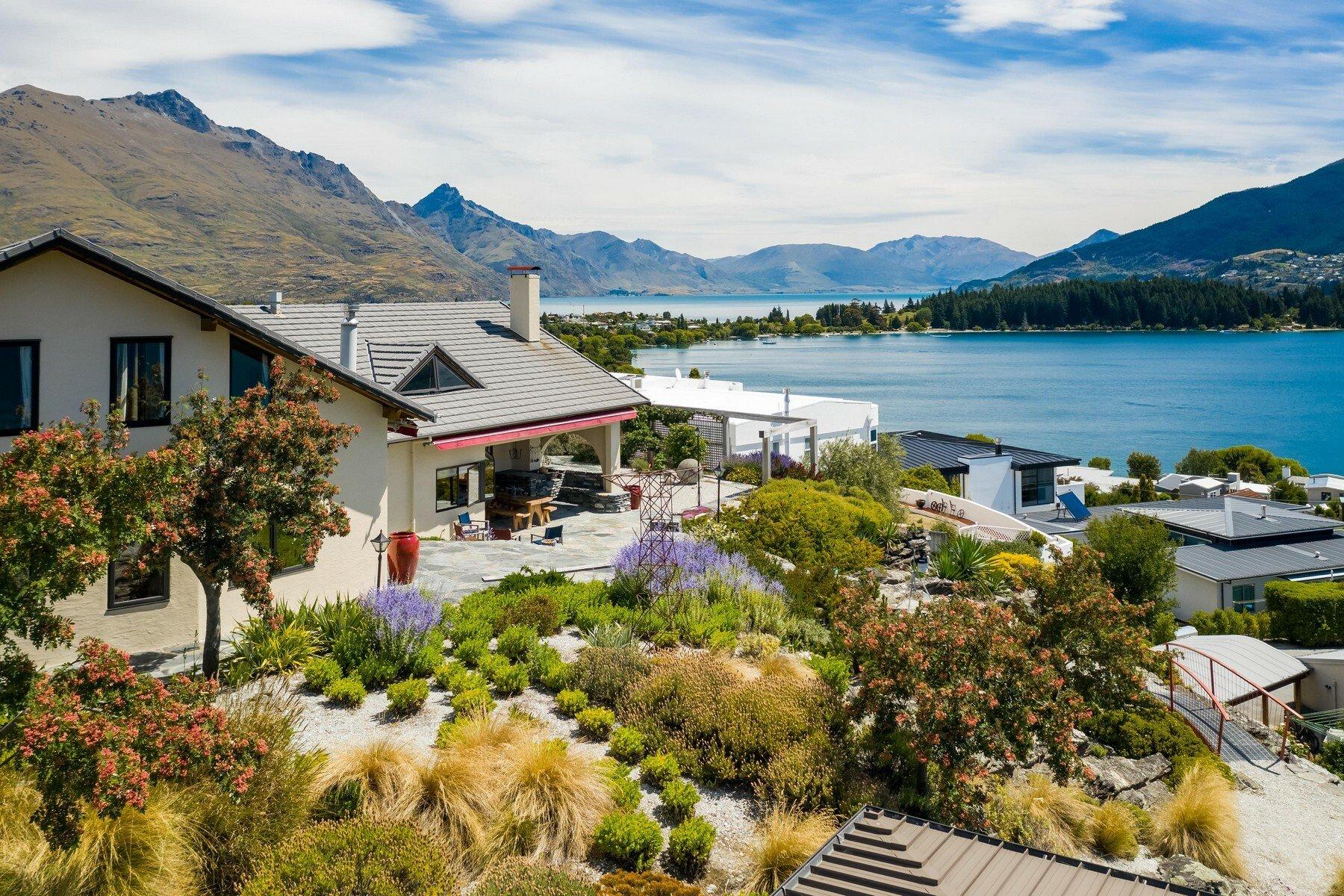 House in Kelvin Heights, Otago, New Zealand 1