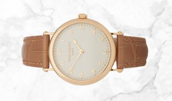 Patek Philippe Calatrava 7200R-001 Ultra-Thin in Rose Gold with Cream Coloured Grained Dial