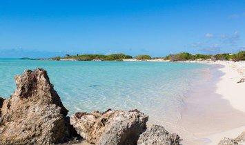 Land in Providenciales, Turks- und Caicosinseln 1