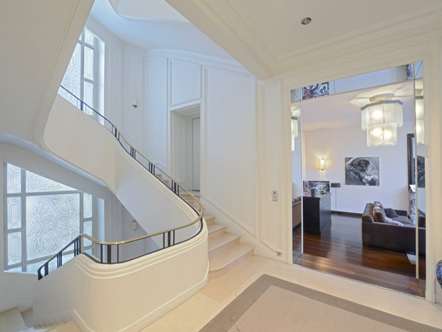 House in Neuilly-sur-Seine, Île-de-France, France 1